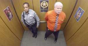 כשהמצלמה תפסה אותו במעלית הסרטון הזה הפך לוויראלי